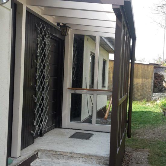 Wind- u. Wetterschutz im Eingangsbereich